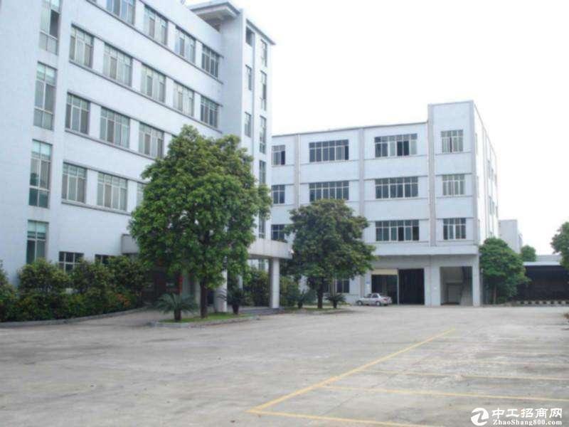 平湖山厦工业区独门独院现有新出三楼650平方出租,带精装办公室
