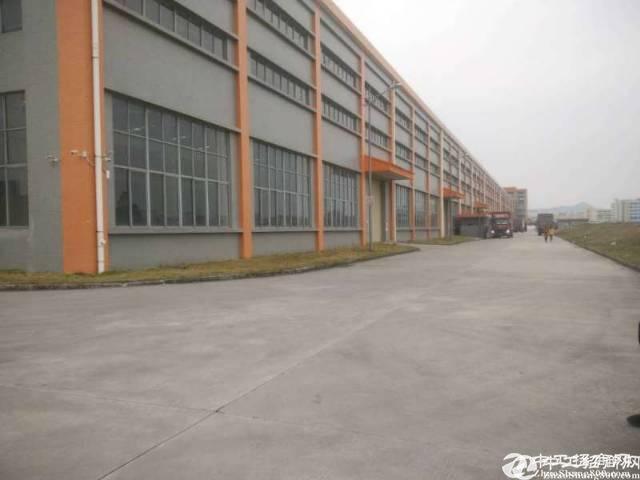 布吉南岭原房东一楼厂房440平方出租,实际面积400平方。