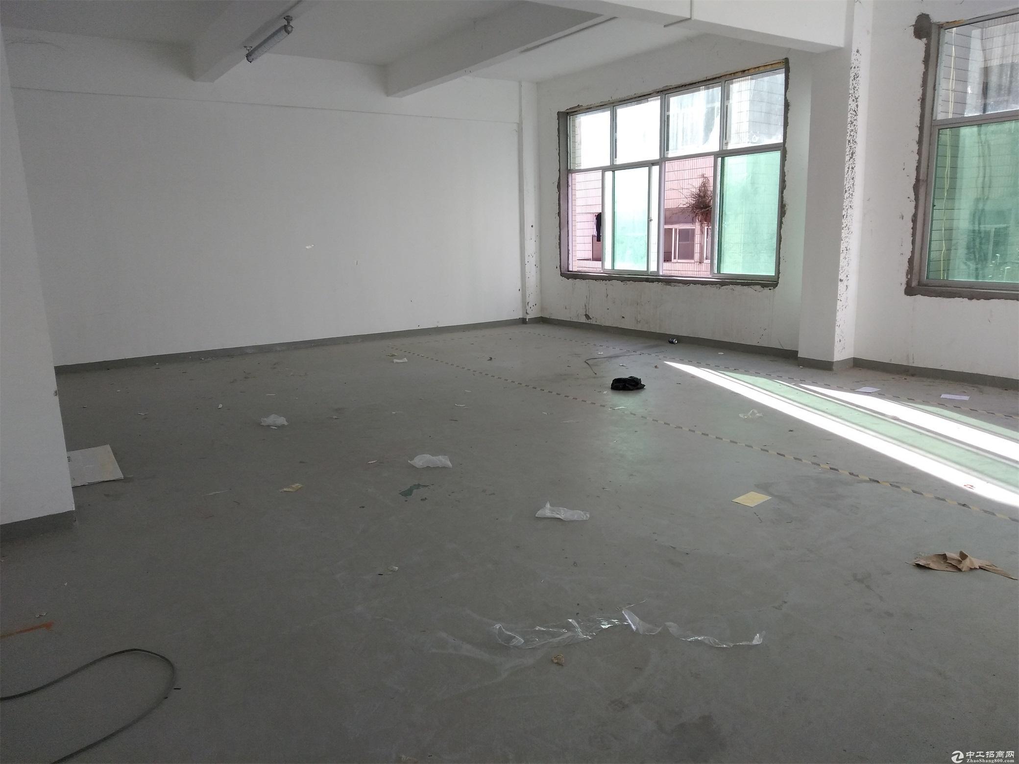 坂田上雪工业区新出楼上800平米带装修。无需转让费