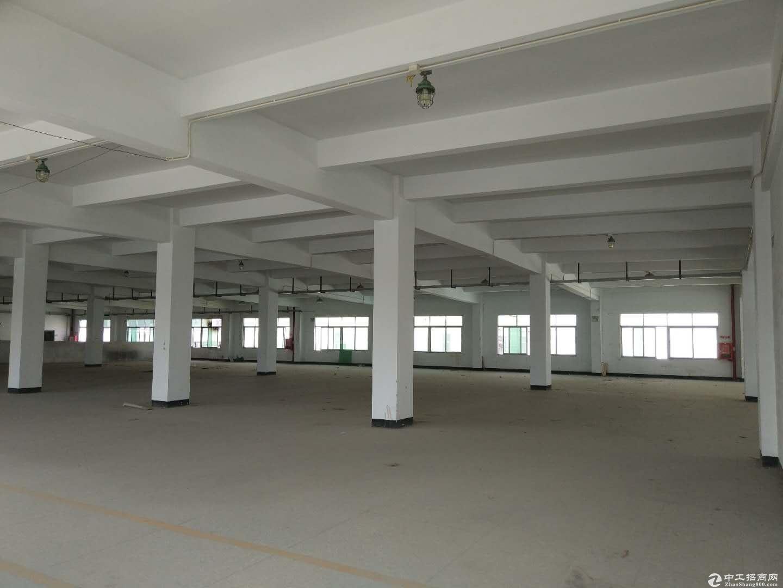 坪山新出独院厂房3层4500平米出租,合同5年 。