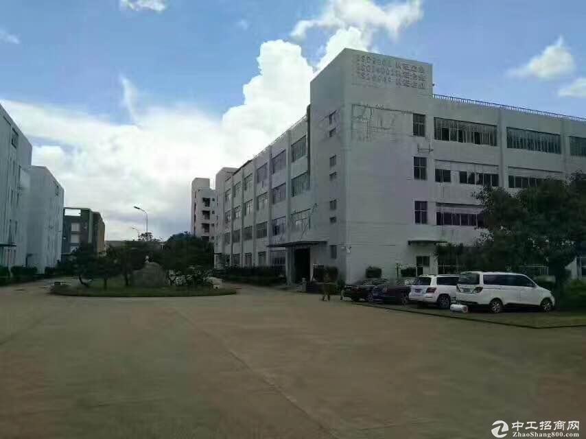 平湖富民工业区二楼1900平方带装修厂房招租