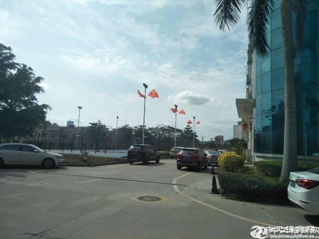 横岗永湖地铁红本厂房三楼1300平方厂房出租