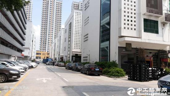 西丽地铁口附近1-6层10000平米带装修厂房招租