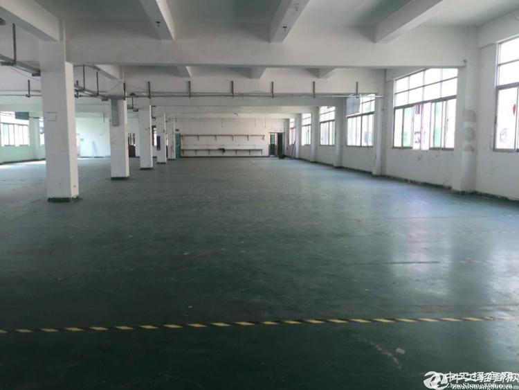 公明长圳楼上700平厂房,带装修低价出租