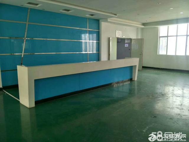 平湖汽车站附近3楼1600平方带精装修办公室出租、