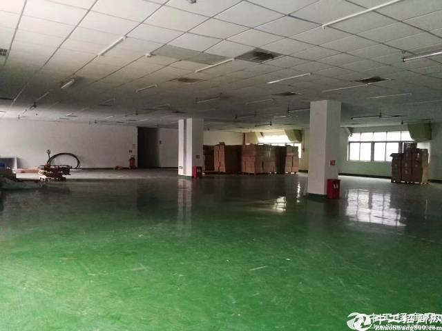 西乡黄田楼上350平原房东厂房出租;