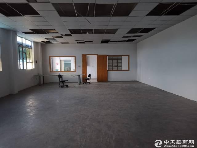 平湖华南城新出厂房二楼1000平出租.