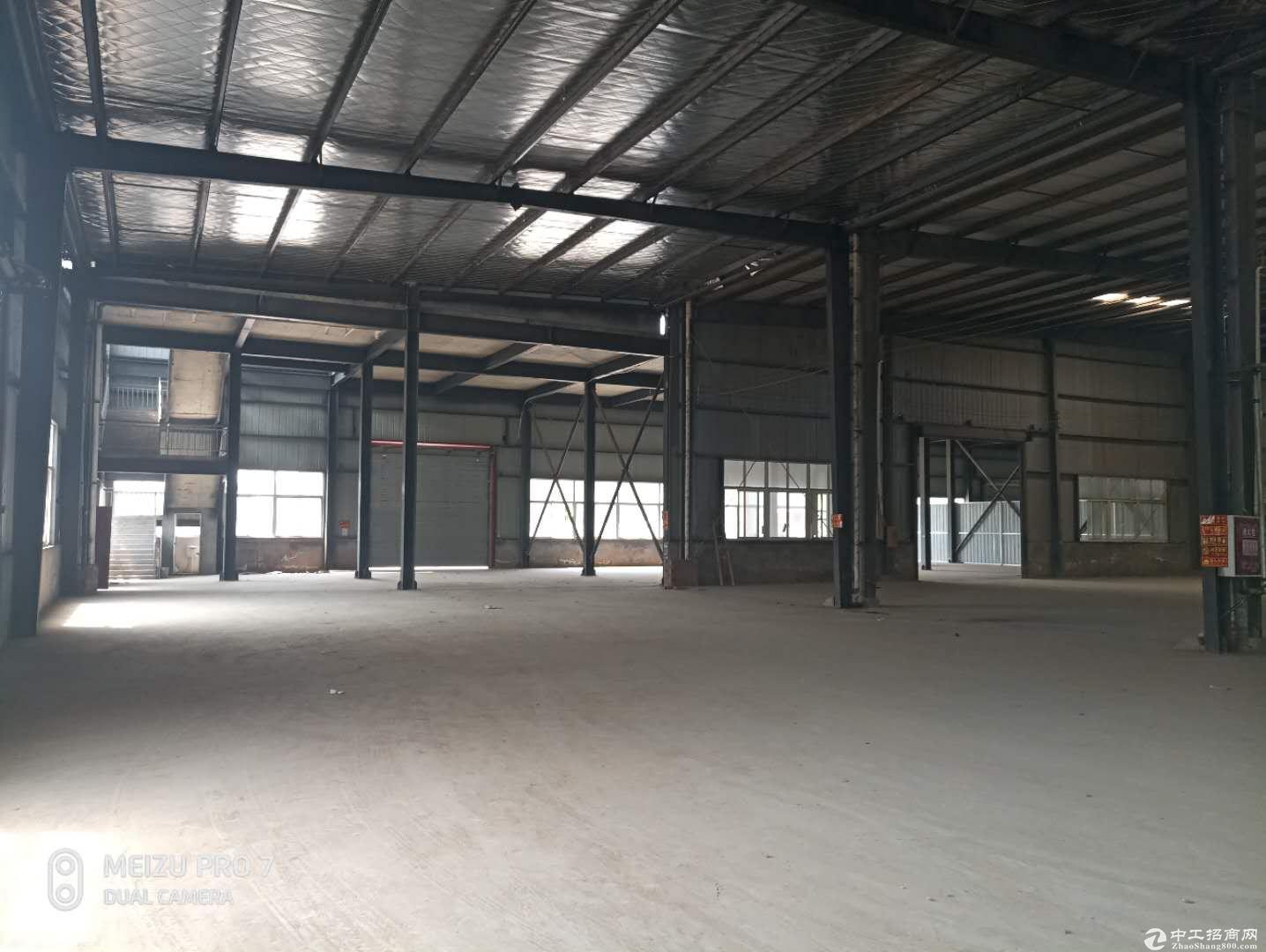 成都龙泉经开区3000平米带行车标准厂房出租能进大车