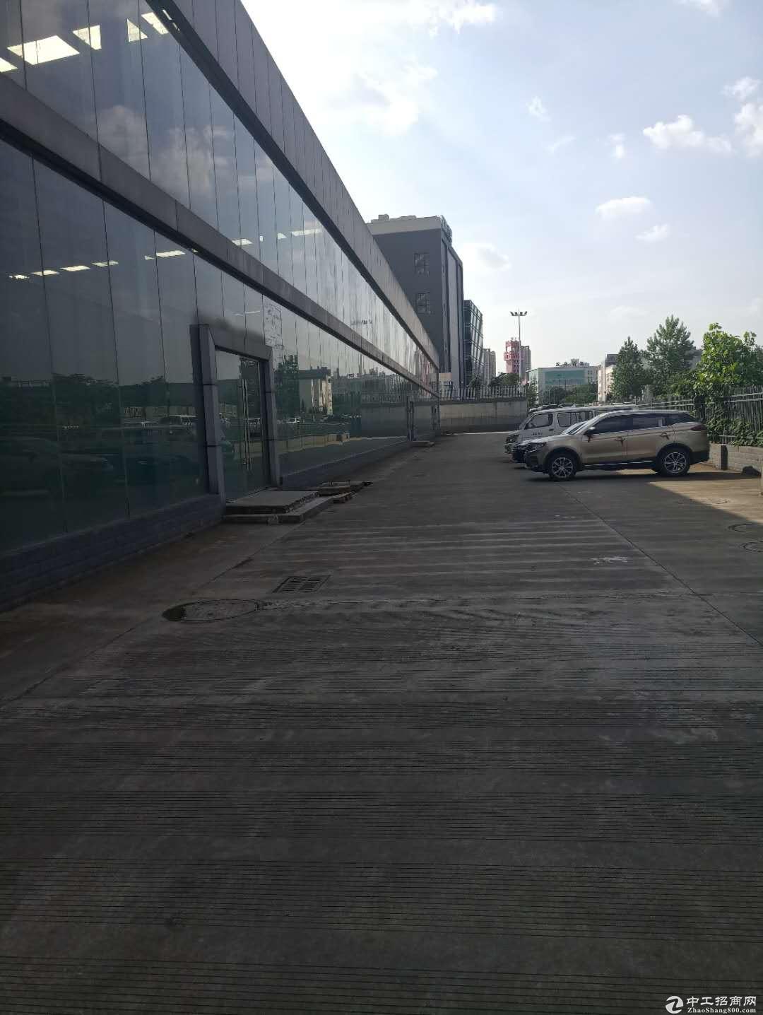 成都龙泉7560平单层钢结构厂房出租