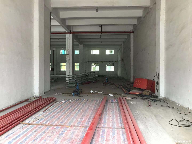 横岗地铁口附近红本一楼厂房2000平招租 层高6米