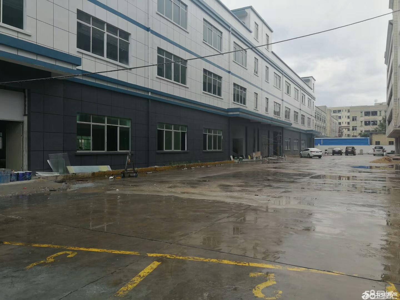 龙岗区平湖原房东厂房二楼带办公室装修2300平方,可分租
