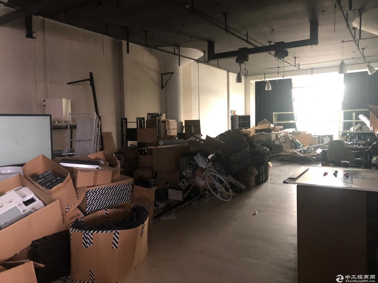西丽新出精装修800平办公厂房,双面采光