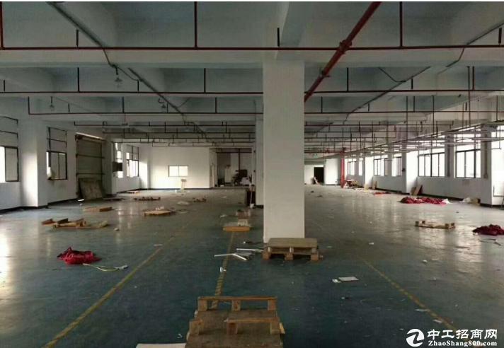 出租坪山大工业区二楼仓库厂房5200平,带卸货平台 可分租