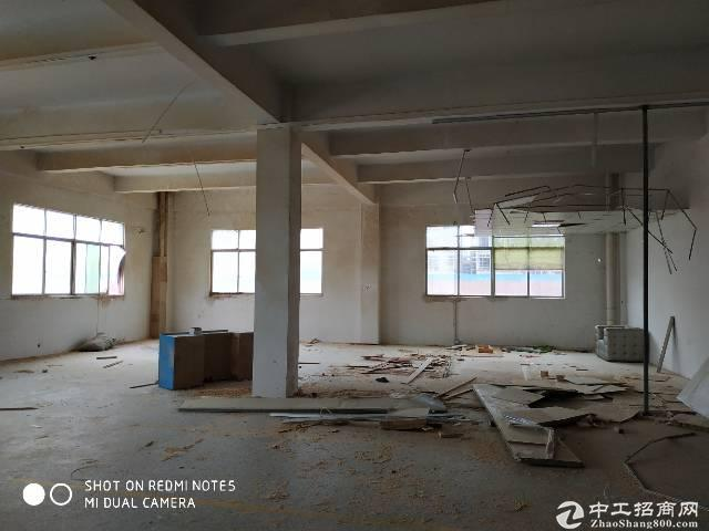 东风村标准厂房二楼出租一千五百平.现成喷油房独门独院,空地大