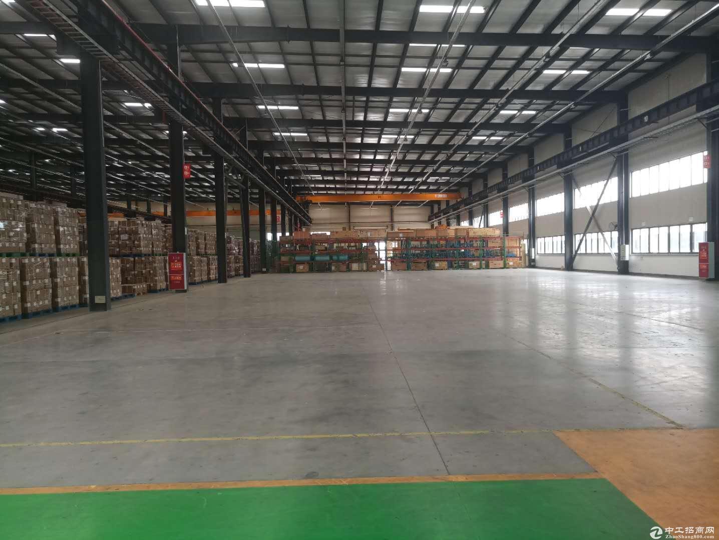 新津4000平厂房出售可分割带行车带办公室