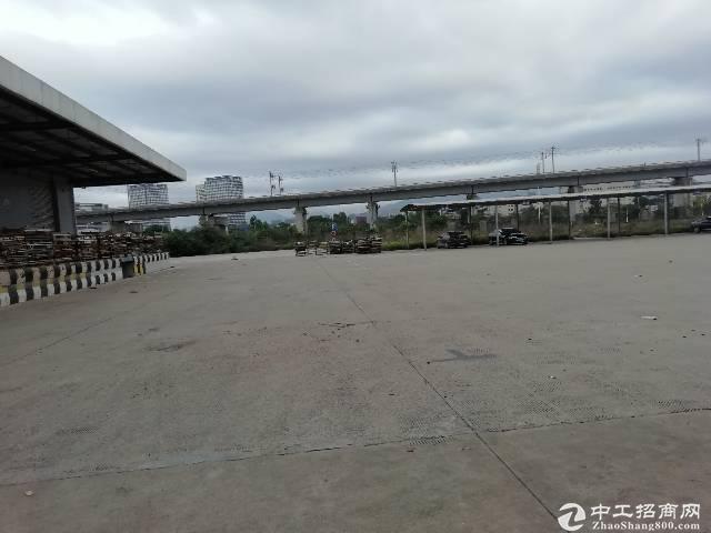 [福永仓库]福永新出标准仓库带有卸货平台5000平方钢结构厂房出租