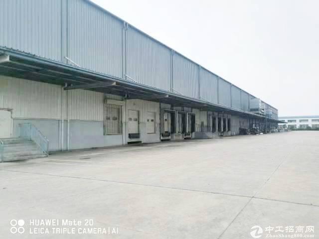 广州黄埔区新出一楼标准厂房带行吊2800平,可分租,层高8米