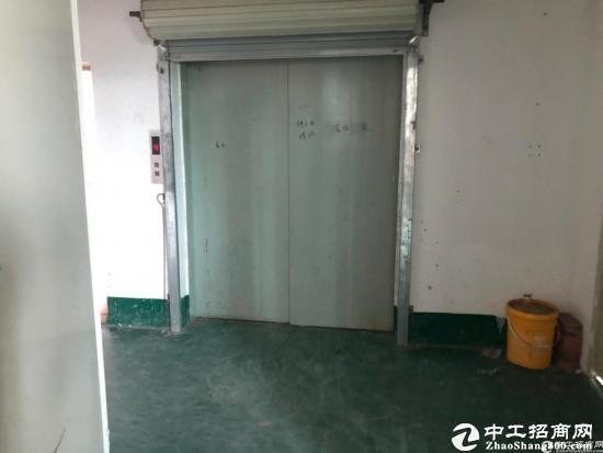 平湖山厦二楼720平标准厂房有货梯可做电子 制衣 仓库可分租