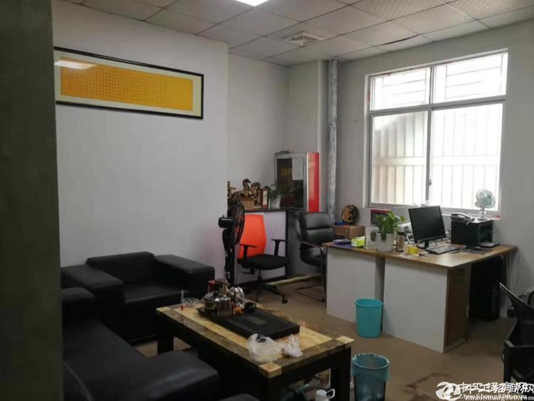 龙华大浪新出一楼仓库500平招租,空地大,进出方便。