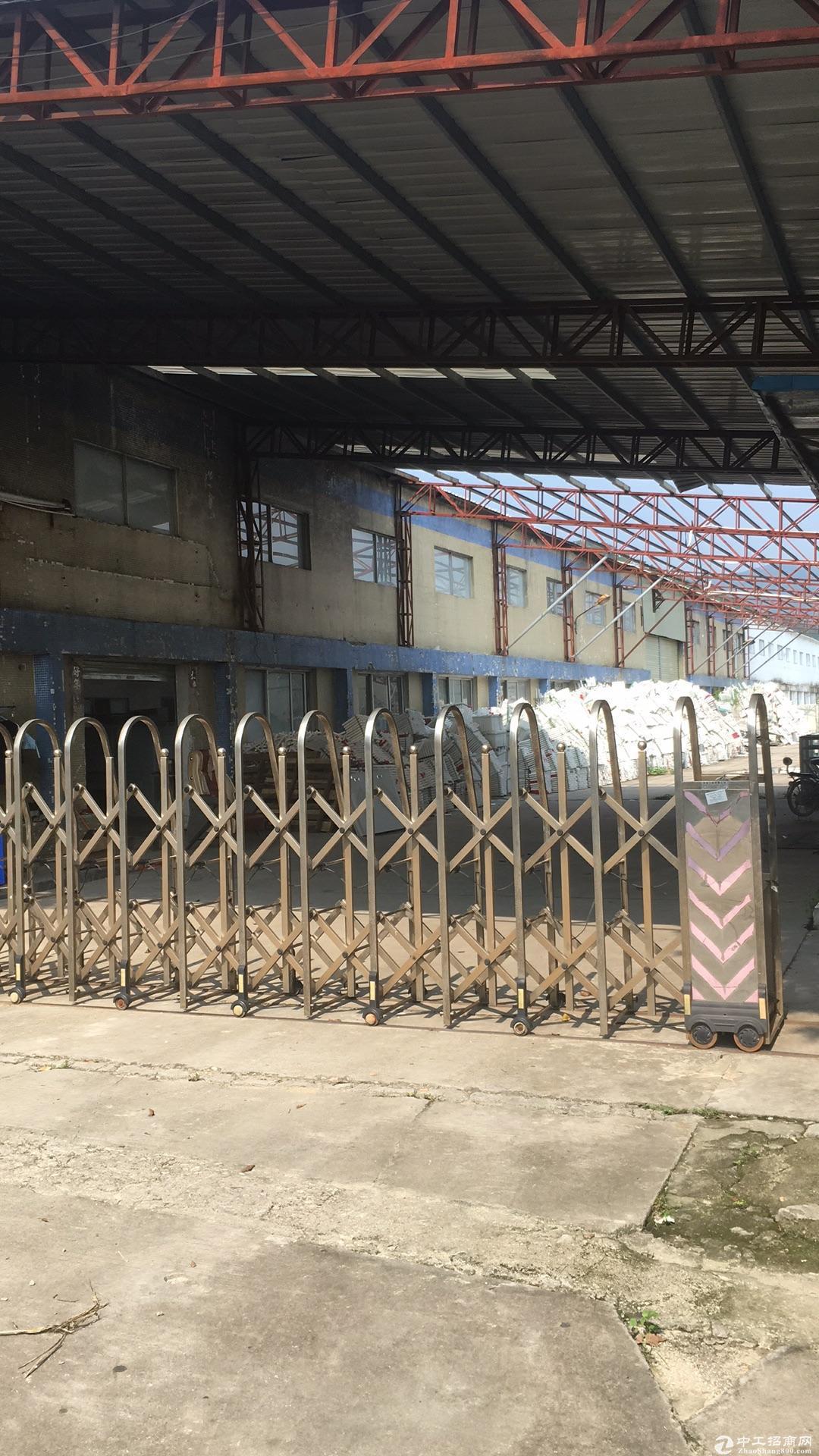惠州惠阳新圩独门独院钢构出租,面积2100平方长110米,中间没柱子