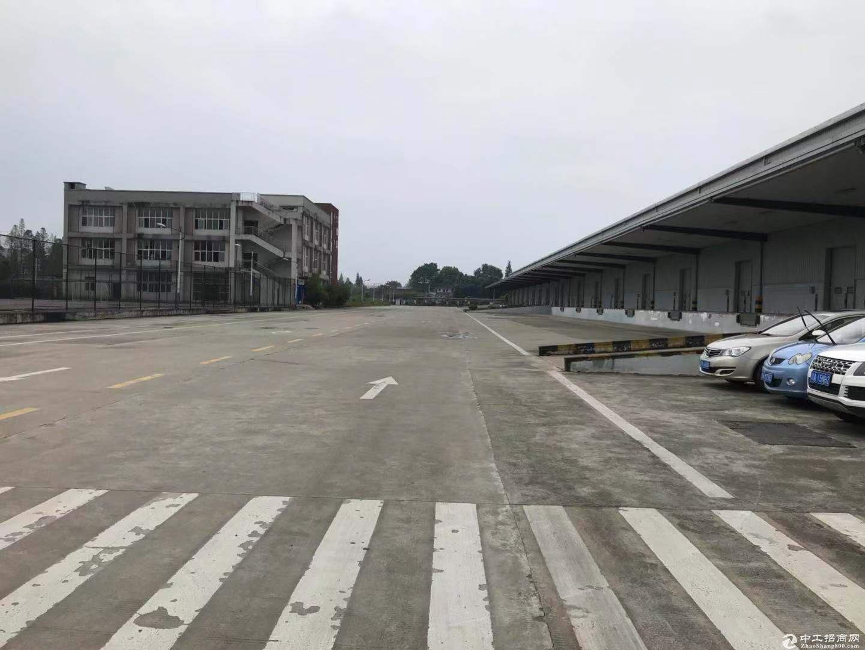 新机场旁100000评高台库出租,价格便宜可分租