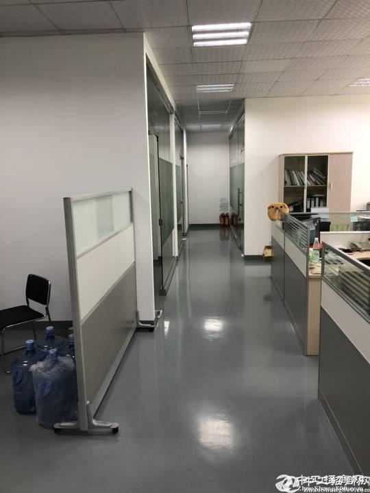 西丽大学城地铁口附近楼上新出880平米带装修厂房招租