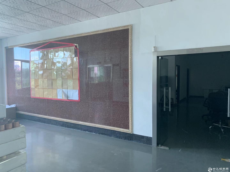 坪山新出原房东3楼整层900平厂房,有装修,带电梯