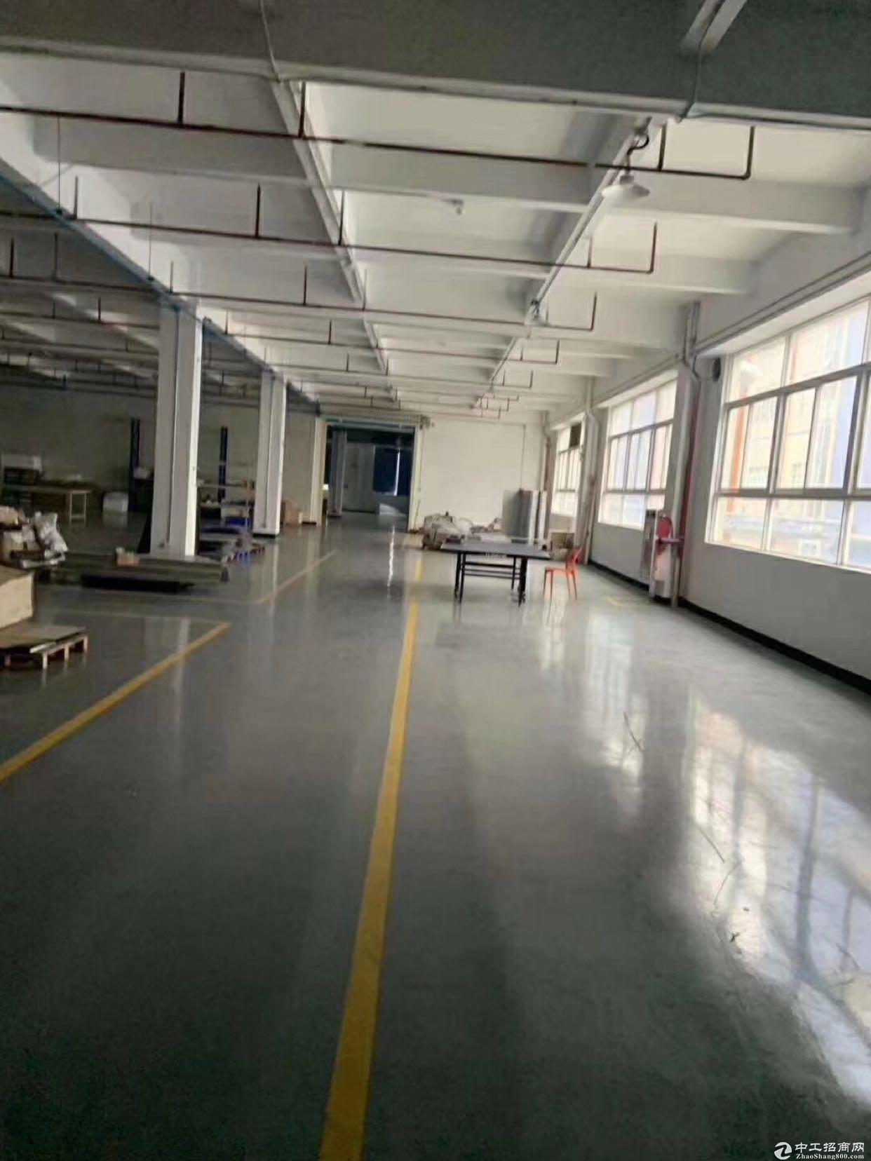 龙华龙胜地铁口旁新出3万平方工业园厂房仓库招租,面积大100平起租。