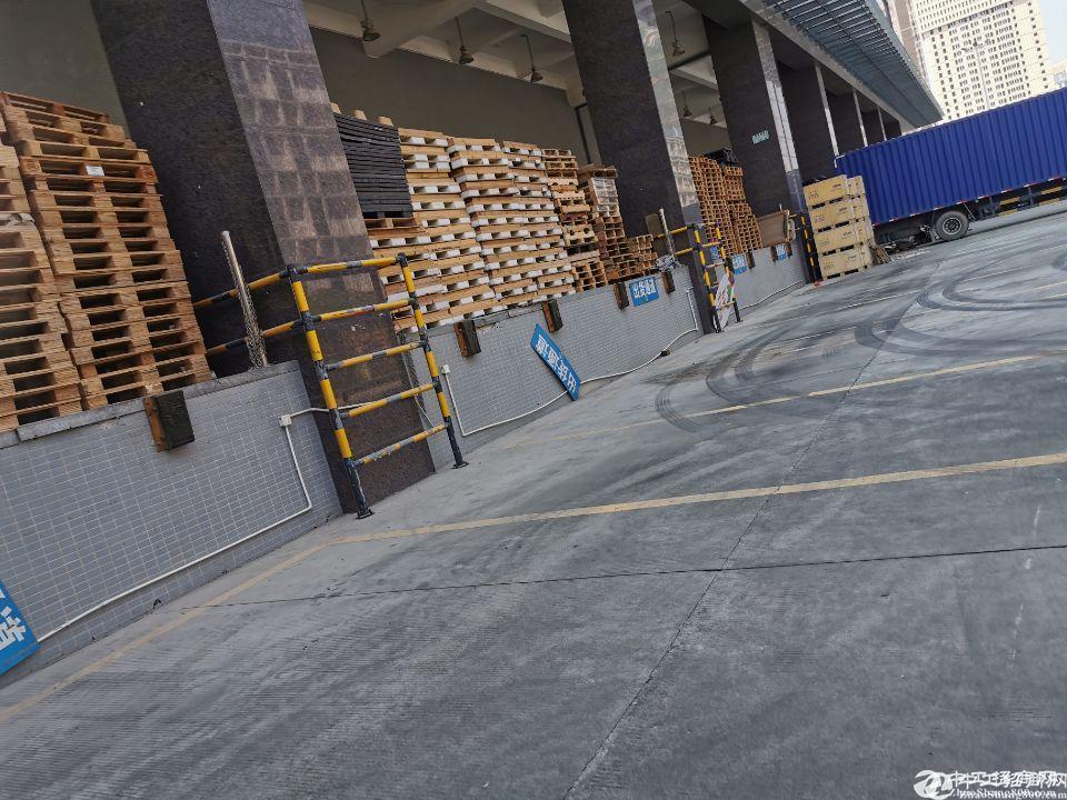 龙华观澜红本物流仓库18000平招租,可分租,带有卸货平台。