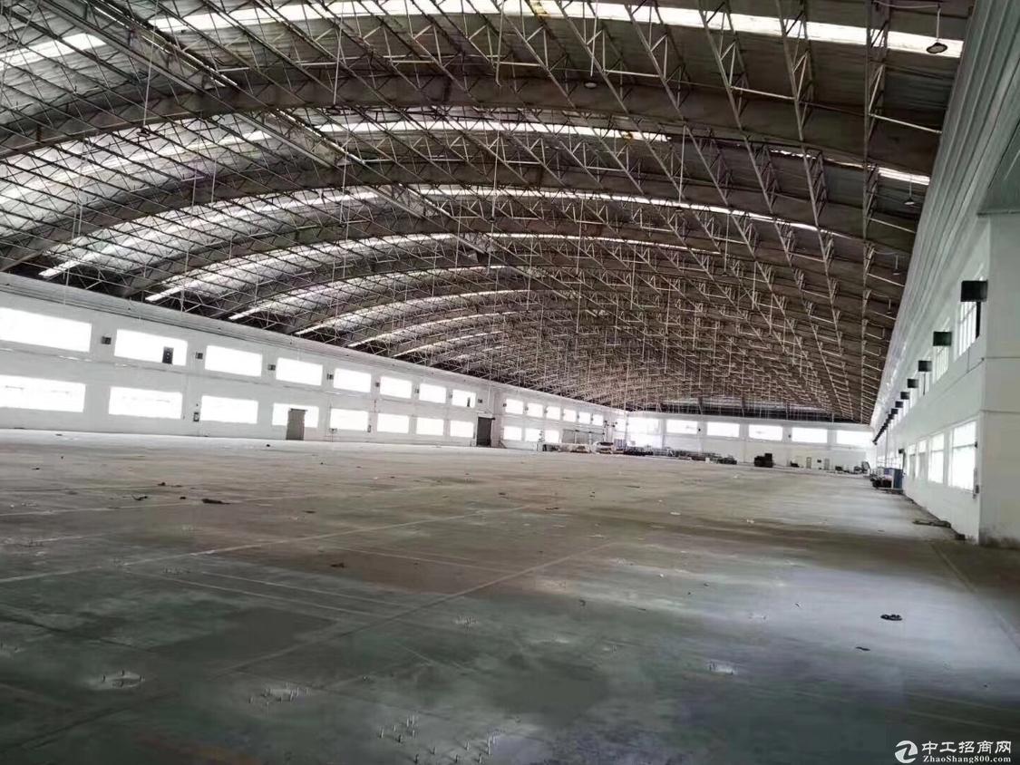 龙华观澜原房东11000平物流仓库无跨柱厂房招租,面积你大小可分租。