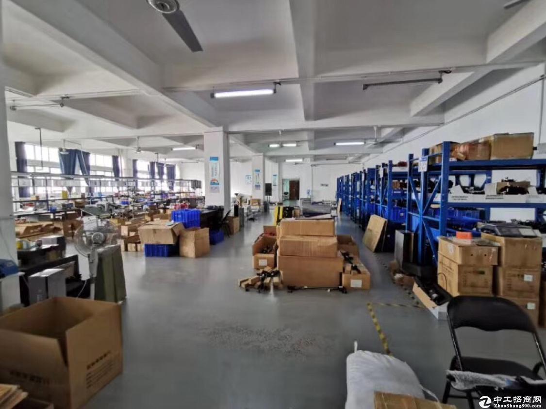 坂田杨美地铁口楼上带装修办公室加仓库1510平厂房出租
