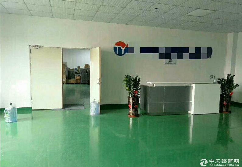 平湖富民工业区厂房三楼装修1150平方出租