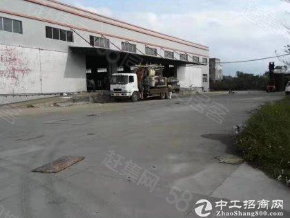 深圳坪山区坑梓一手房东仓库8300平米,有卸货平台可分租