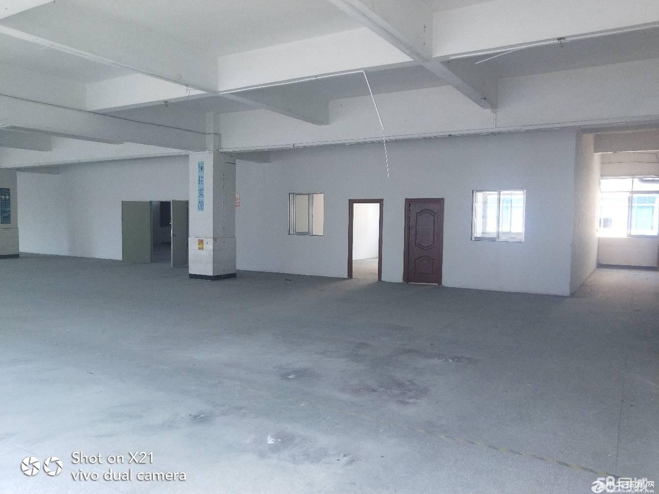 平湖标准三楼厂房1380平出租
