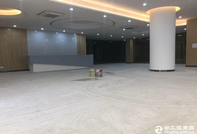 龙华地铁口原房东红办公仓库6800平招租,价格30元免租期可达3个月
