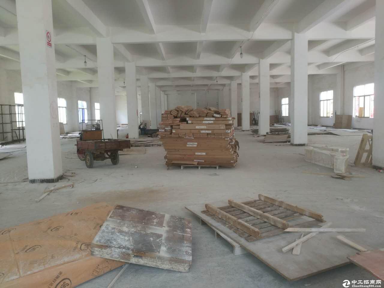 大工业园区一楼招租220平方!高6米,原房东红大工业园区一楼2本厂房