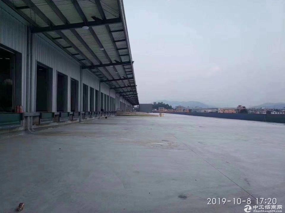 福永会展中心20000平米标准单层物流钢构仓库招租