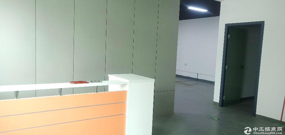 坂田上雪科技园新出楼上带装修650平仓库水电齐全无需转让费