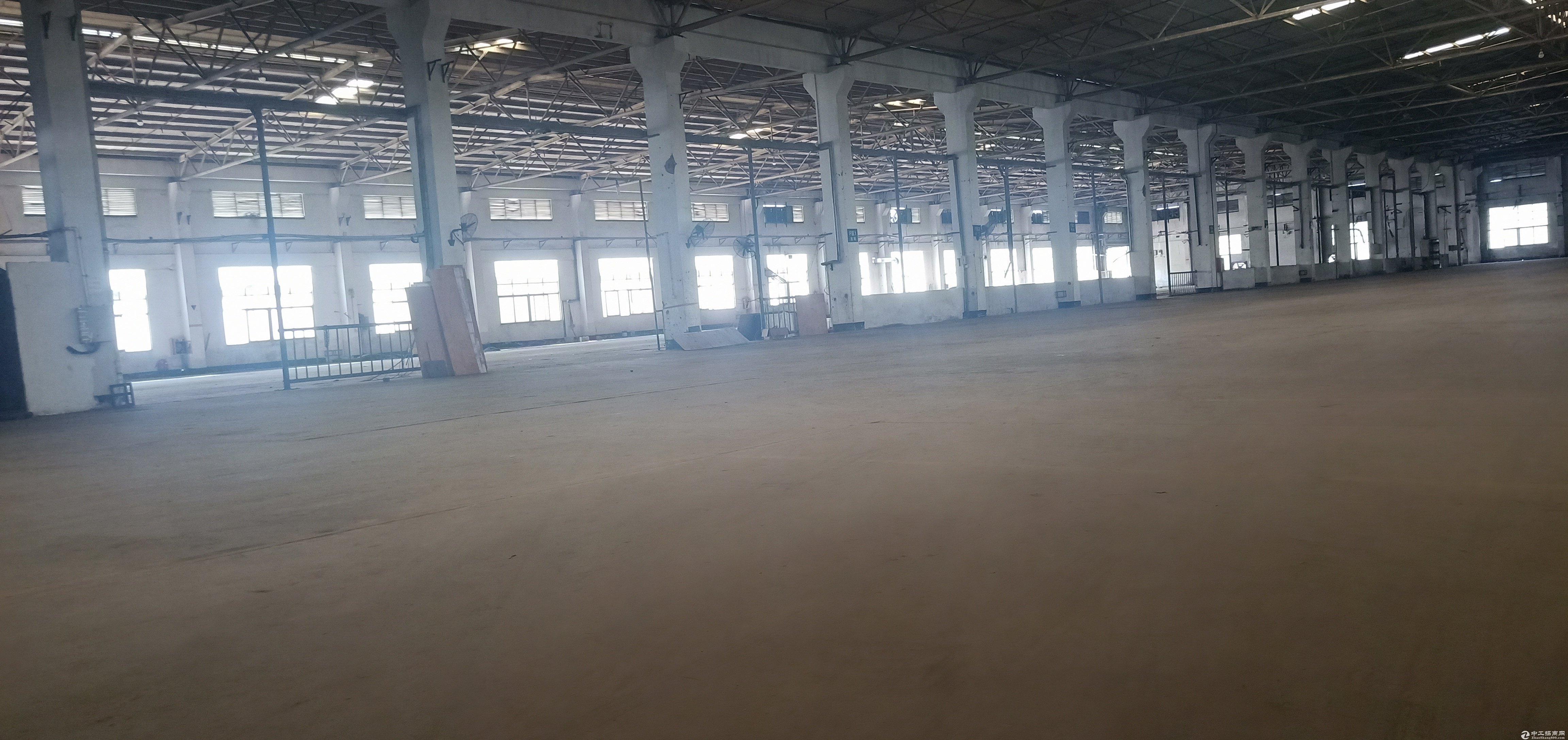 龙华新区清湖地铁站旁边一楼仓库6000平,低价出租,空地大。