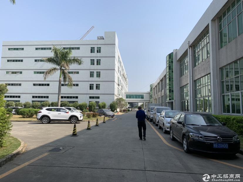 坪山大工业区新出楼上仓库4000平,带红本3吨货梯,