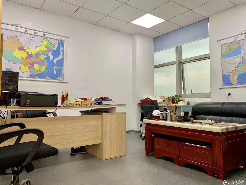 地铁口附近面积1150平方 办公室出租