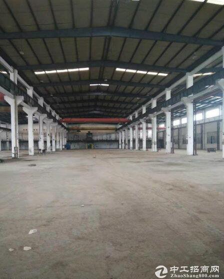 出租重庆市渝北空港工业园单层行车厂房2000平米