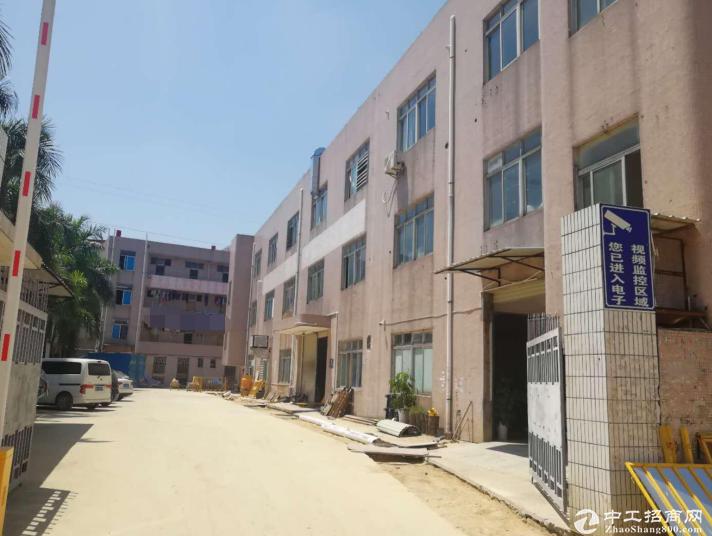 龙岗坪地镇占地8000㎡建筑16300㎡优质土地及厂房出售