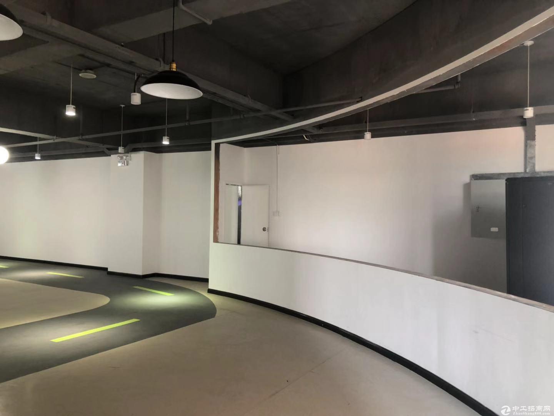 西丽新出整层800平精装修原房东直租使用率80%以上价格便宜