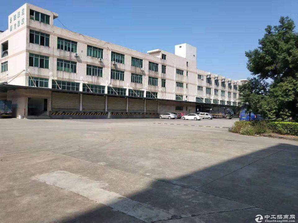福永107国道新出标准物流仓库,1-4层实际面积2500。