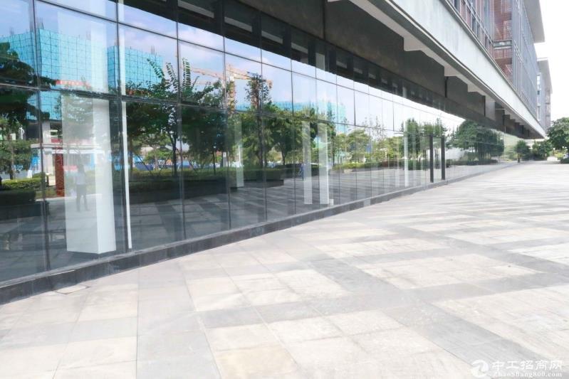 龙华区五和大道轻轨站旁新出花园式高端产业园1楼4100平招租