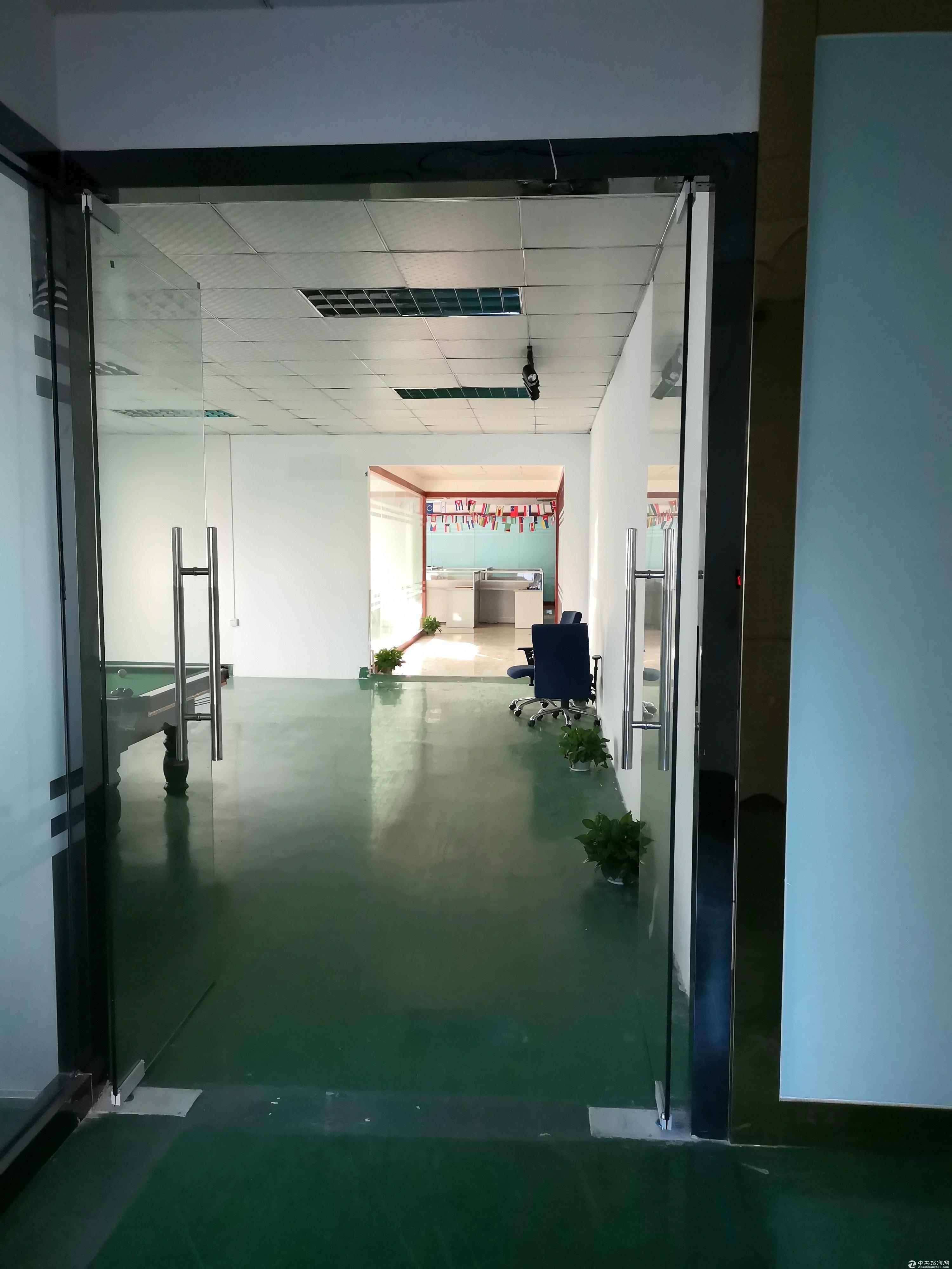 龙华大浪工业区3楼1500平厂房出租,带装修 办公家具,仓库