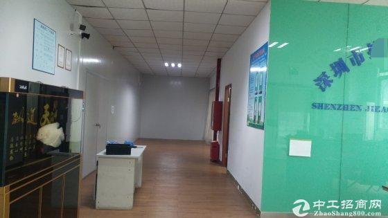 西丽原房东厂房950平方,精装修免费使用,车位充足。有电梯