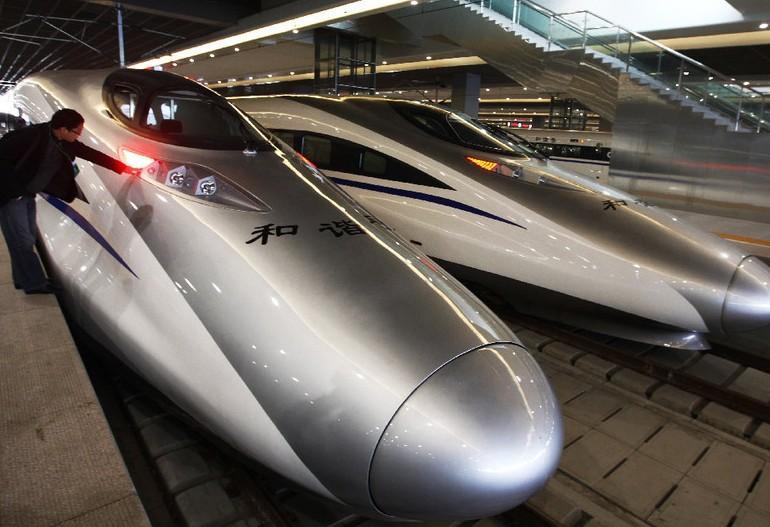 时速486km!中国国产最快高铁亮相米兰世博
