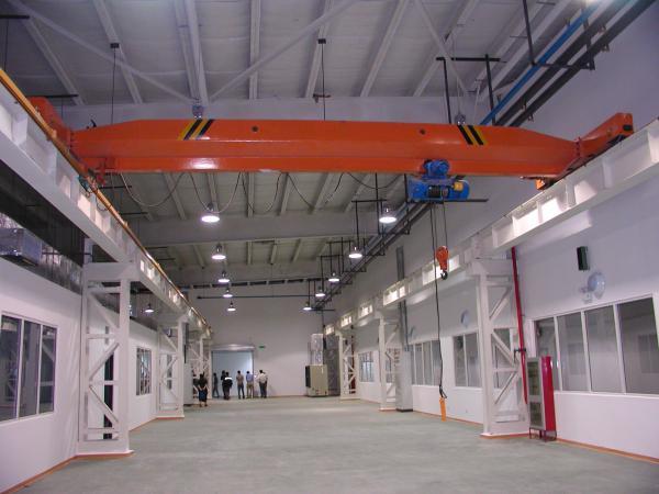 一般有吊车,洁净车间,降温设备,消防设备等设施设备.